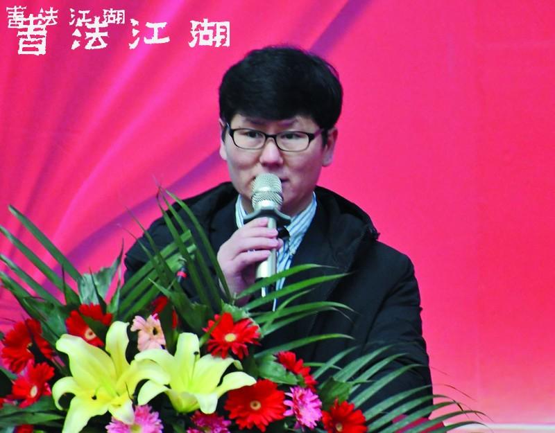 《中华国粹》杂志社社长李浪木主持开幕式