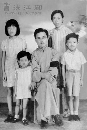 1940年白蕉全家福 左起:何雪聪、何益玲、白蕉、李畹芬、何民权